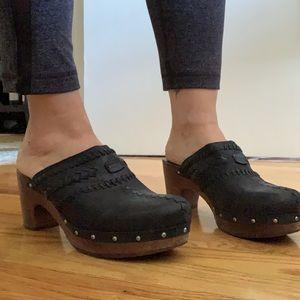 UGG Black leather platform  clogs. LIKE NEW size 9